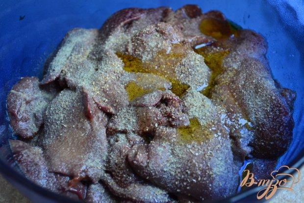 Куриная печень с ревенем и черносливом