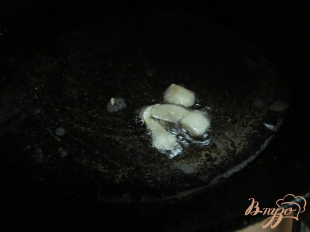 Теплый салат из картофеля грибов и каперсов