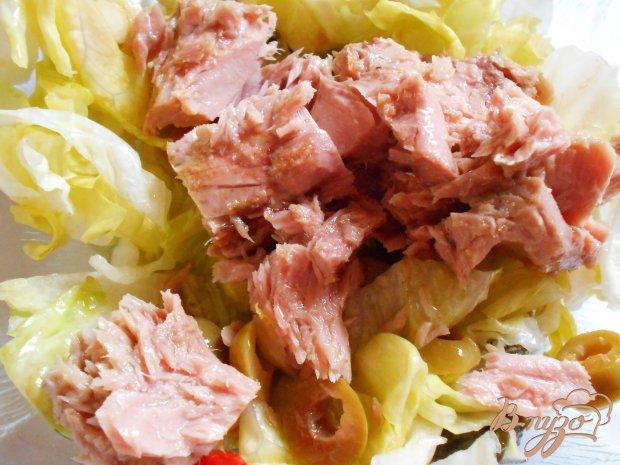 Теплый салат с тунцом и пастой