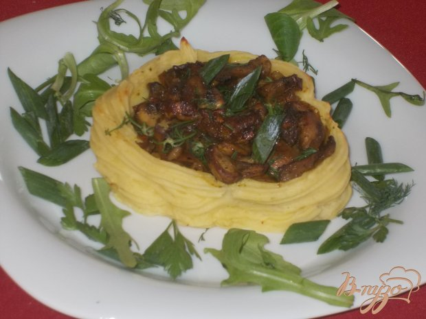 Картофельные гнезда с грибной начинкой
