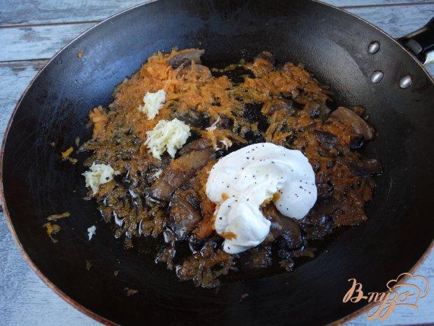 Острая кабачковая закуска с грибами и морковью