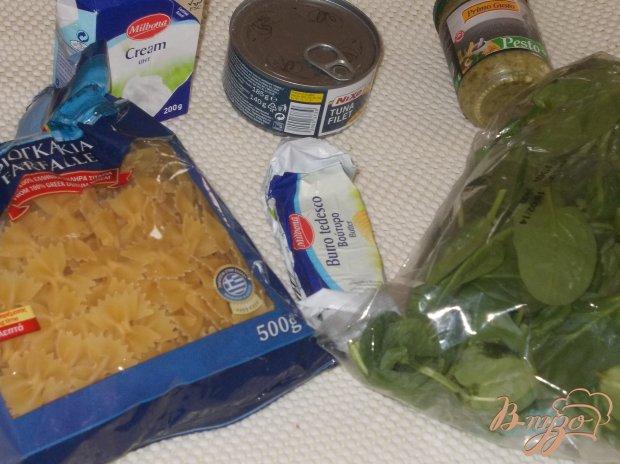 Рецепт Макаронные бантики с тунцом в сливочном соусе из шпината и соуса песто