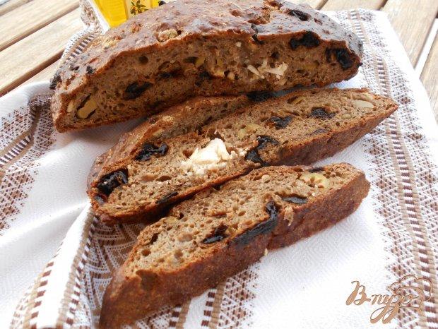 Ржаной хлеб с вялеными помидорами, оливками и фетой