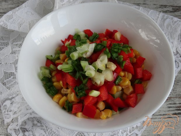 Салат с кунжутной курицей и овощами