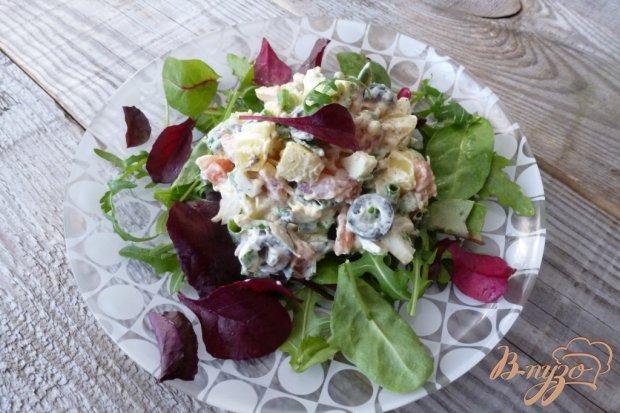Салат с копченной красной рыбой