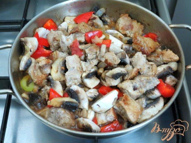Свинина с перцем и грибами