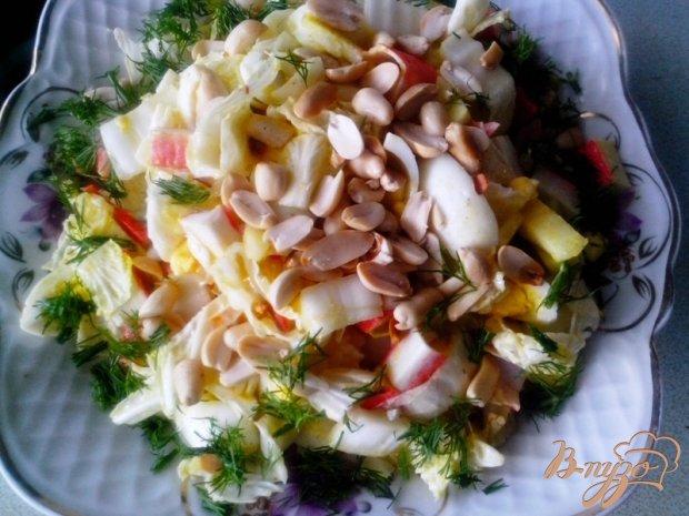 Лёгкий салат с крабовыми палочками и арахисом