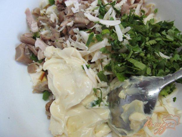 Салат из курицы грибов и арахиса