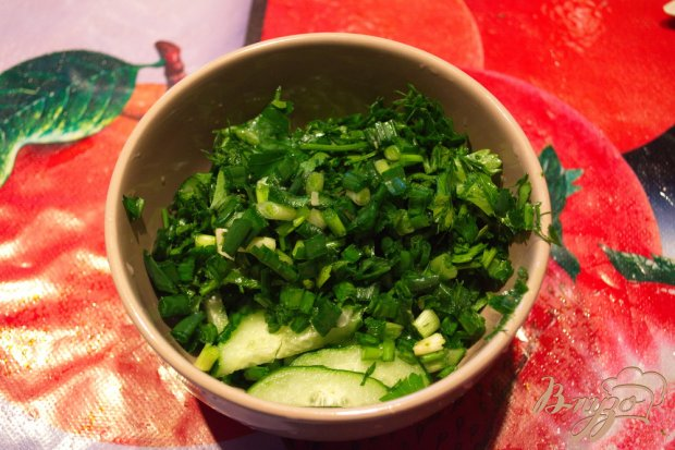 Огуречный салат с черемшой и сметаной