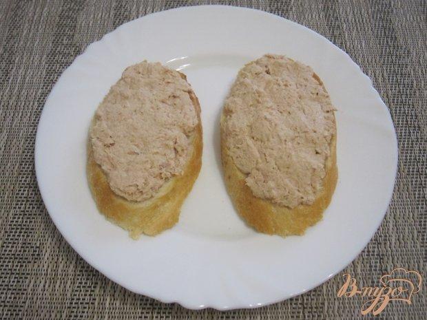 Сэндвич с тунцом и маринованными огурцами
