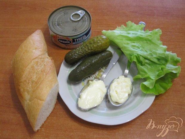Рецепт Сэндвич с тунцом и маринованными огурцами