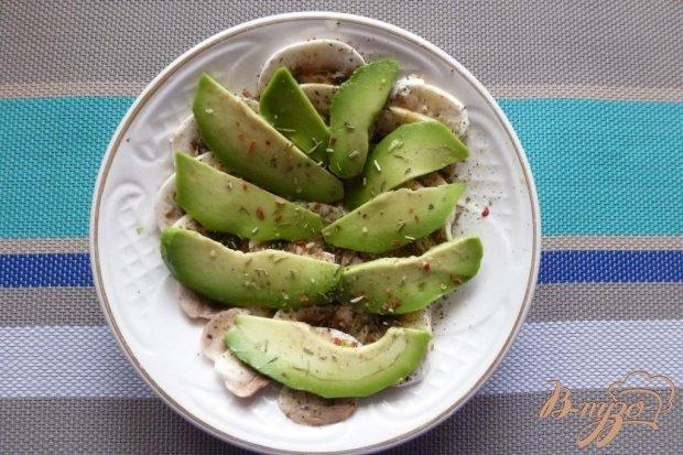 Салат из шампиньонов,авокадо и мяты