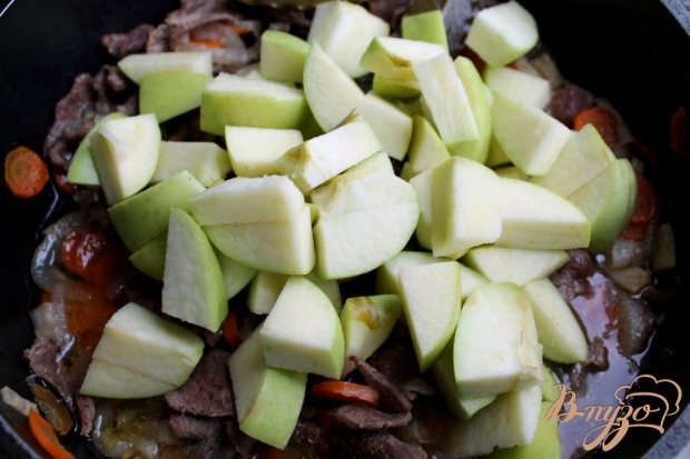 Говядина с яблоками