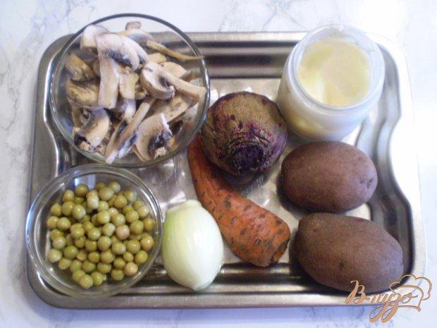 Рецепт Салат со свеклой грибами и горошком