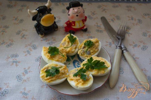 Фаршированные закусочные яйца с селедкой