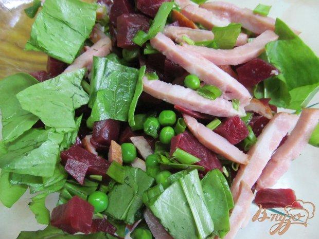 Салат из свежего щавеля свеклы и зеленого горошка