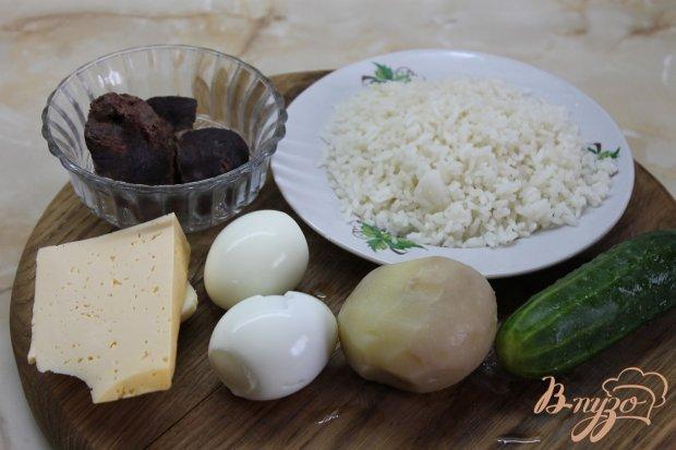 Слоеный салат с отварной свиной печенью