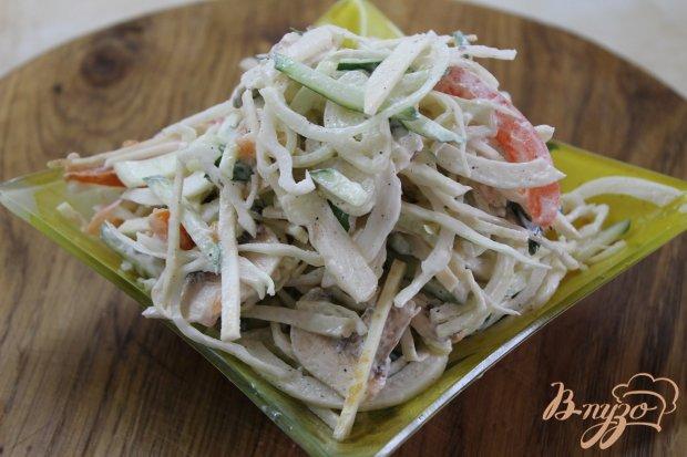 Салат овощной с свежими шампиньонами и сельдереем