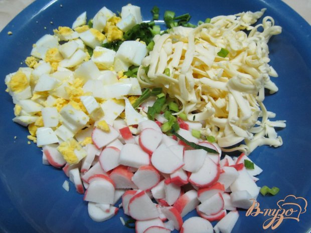 Крабовый салат на ананасе