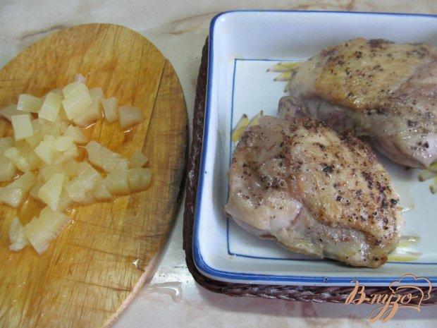 Куриные бедра под ананасом