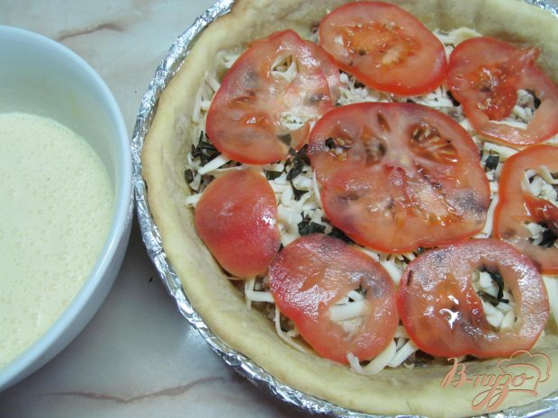 Тарт с помидором и базиликом