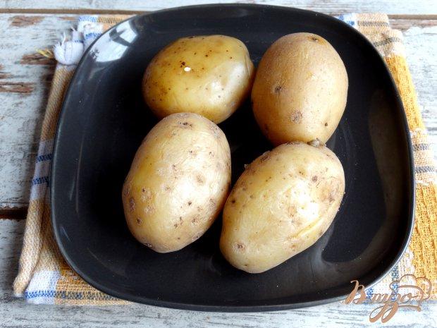 Картофель фаршированный крабовыми палочками и яйцами