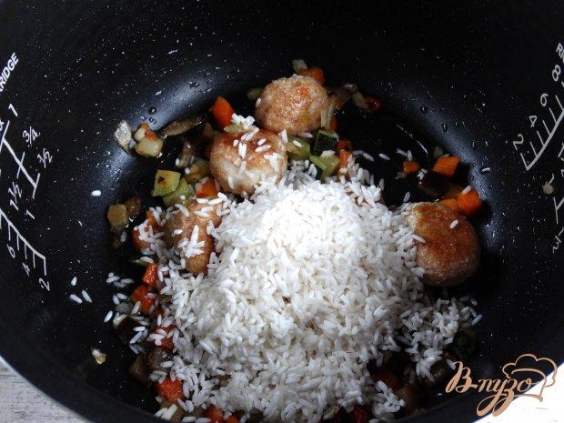 Рис с куринымии фрикадельками и овощами в мультиварке