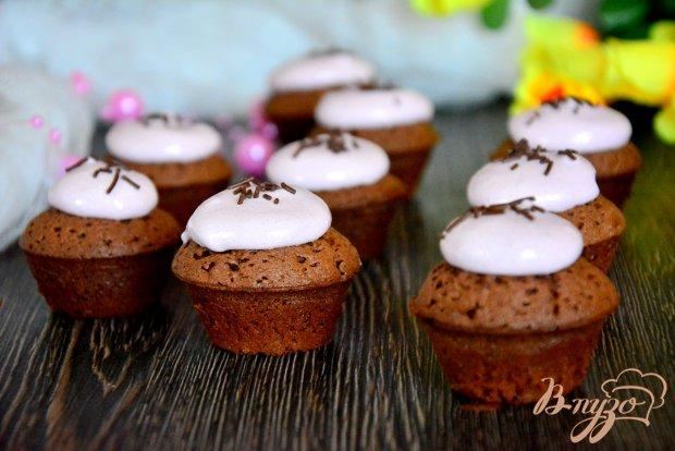 Шоколадные кексы с белковой шапочкой
