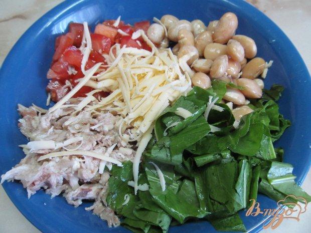Салат из курицы фасоли и помидора
