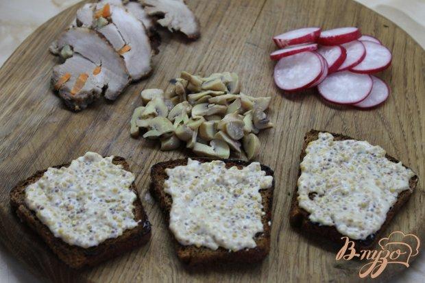 Бутерброды праздничные с бужениной и овощами