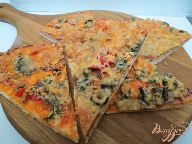 Пицца с салями,  ветчиной и грибами