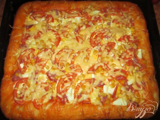Пицца колбасой и сыром