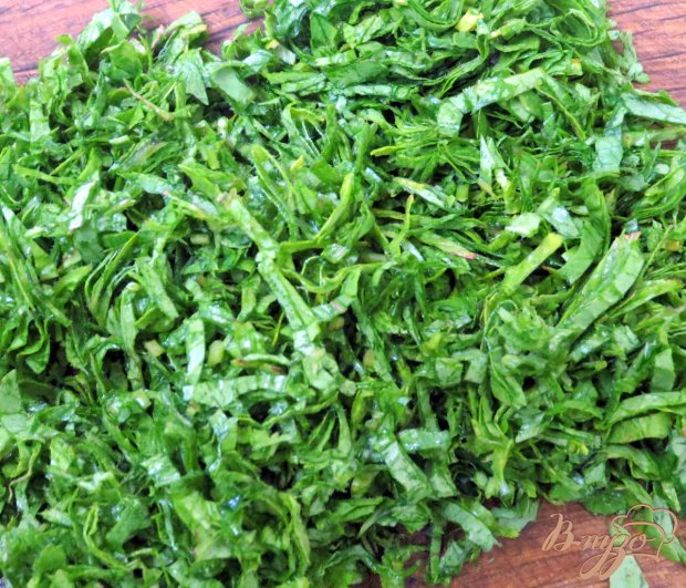 Салат из ботвы редиса, огурца и редиса