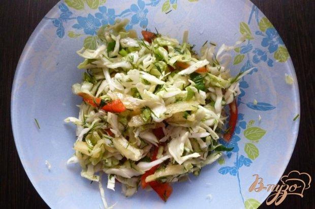 Салат из молодой капусты с ананасом