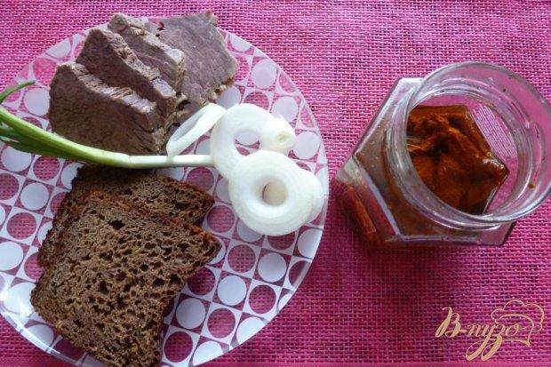 Рецепт Бутерброд с отварным мясом и вялеными томатами