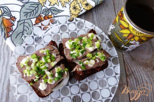 Бутерброд с отварным мясом и вялеными томатами