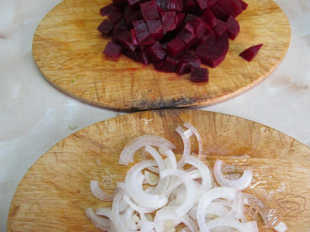 Салат из свеклы капусты и мяса