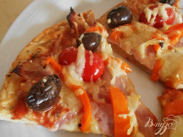 Пицца с ветчиной и беконом