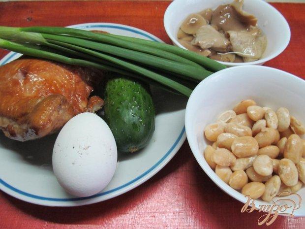Рецепт Салат из копченной курицы фасоли и огурца