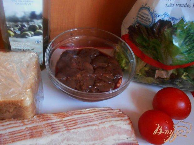 Теплый салат с печенью и беконом