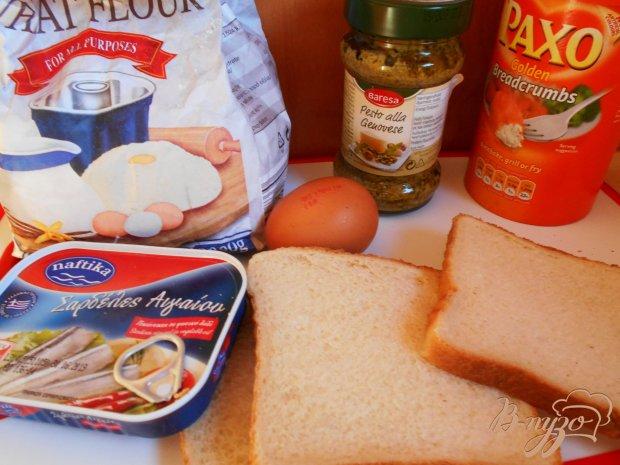 Рецепт Рыбные пирожки из бутербродного хлеба с соусом песто