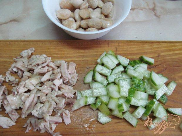 Салат из курицы фасоли и огурца