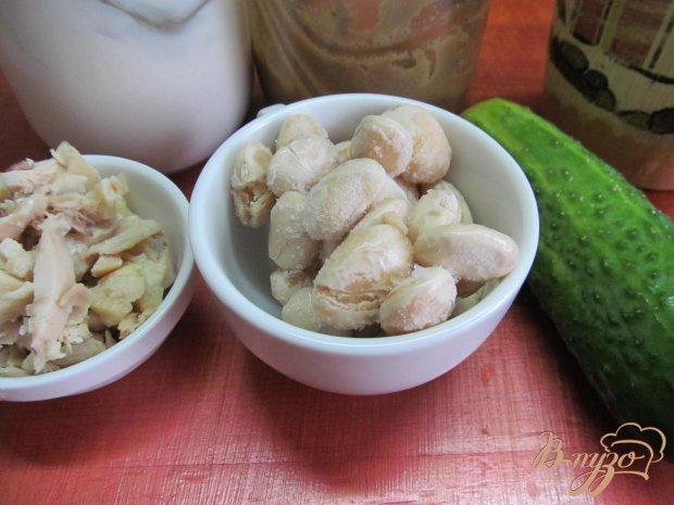 Рецепт Салат из курицы фасоли и огурца
