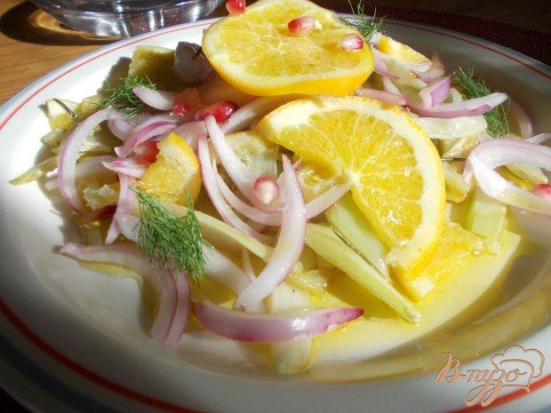 Салат с сангвини, фенхелем и маринованным луком