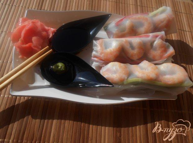 Блинчики из рисовой бумаги с креветками и овощами