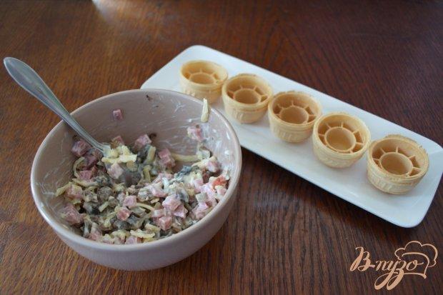 Закуска в вафельных тарталетках