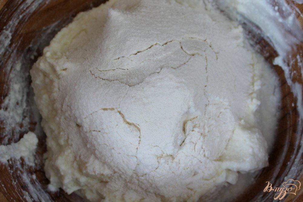 Фото приготовление рецепта: Воздушная запеканка с вишней шаг №2