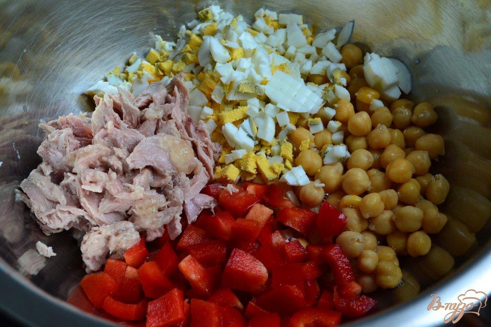 Фото приготовление рецепта: Салат с нутом шаг №2