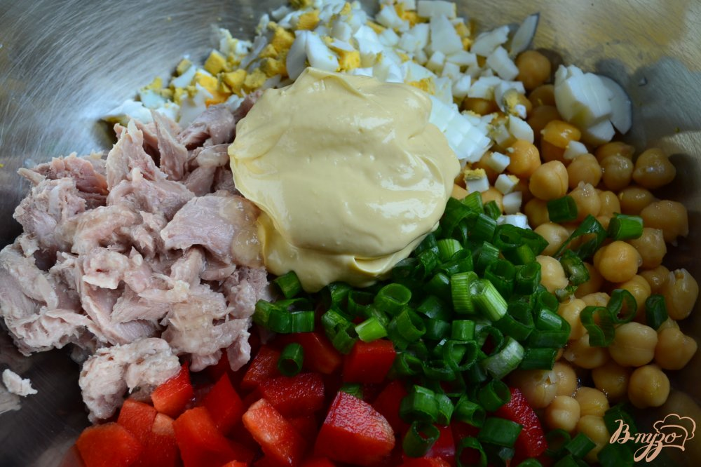 Фото приготовление рецепта: Салат с нутом шаг №3