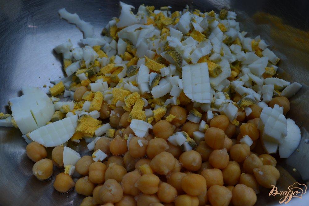 Фото приготовление рецепта: Салат с нутом шаг №1